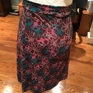 Pull on petite skirt, stretches